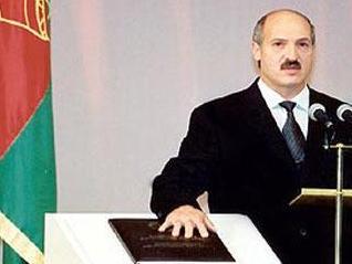 Лукашеко снова поменял под себя Конституцию