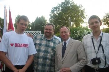 Посол США Джордж Крол и Валерий Левоневский